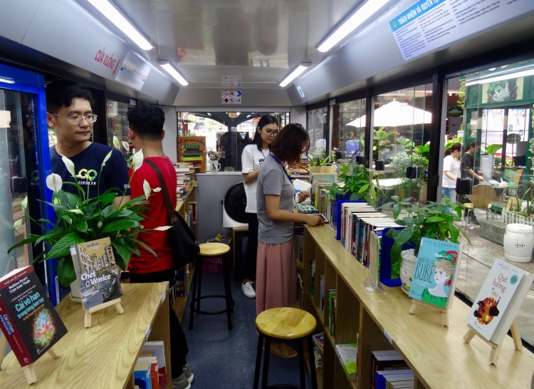 Book Bus Nguyen Van Binh Book Street Ho Chi Minh Vietnam