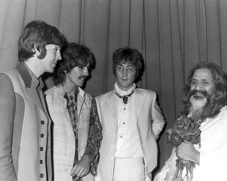 The Mahirishi Mahesh Yogi with The Beatles Sexy Sadie The White Album