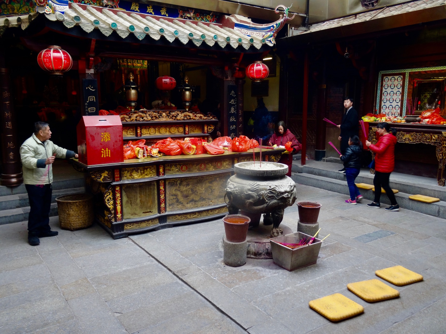 Inside Guandi Temple Quanzhou Fujian Province China 5d05e96812ddd