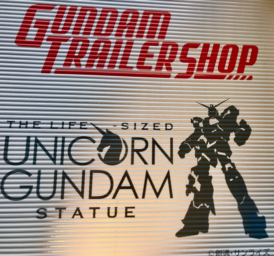 Gundam Trailer Unicorn Gundam Statue Shop Odaiba Island Tokyo