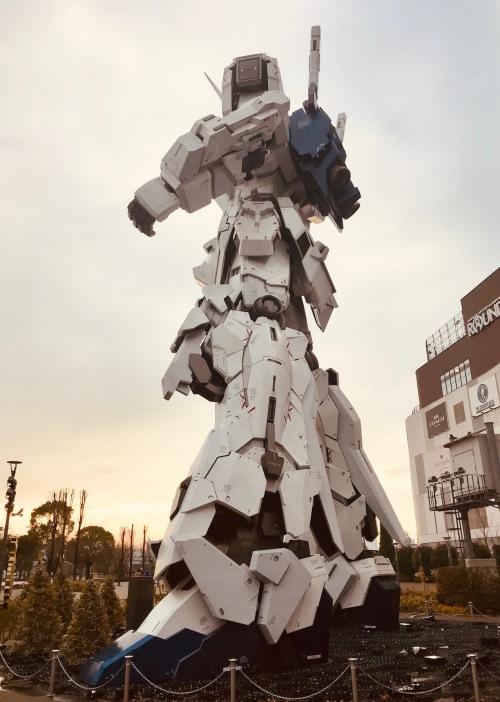 Side view of Unicorn Gundam Statue Odaiba Island Tokyo